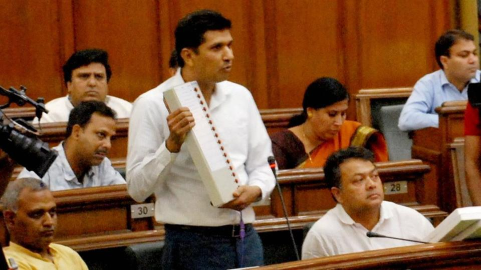 Saurabh Bhardwaj during the demonstration on EVM tampering. Credit: PTI