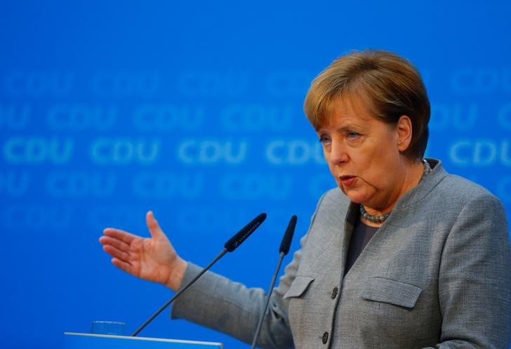 In Bid to Secure Fourth Term, Cornered Angela Merkel Launches Talks With Social Democrats