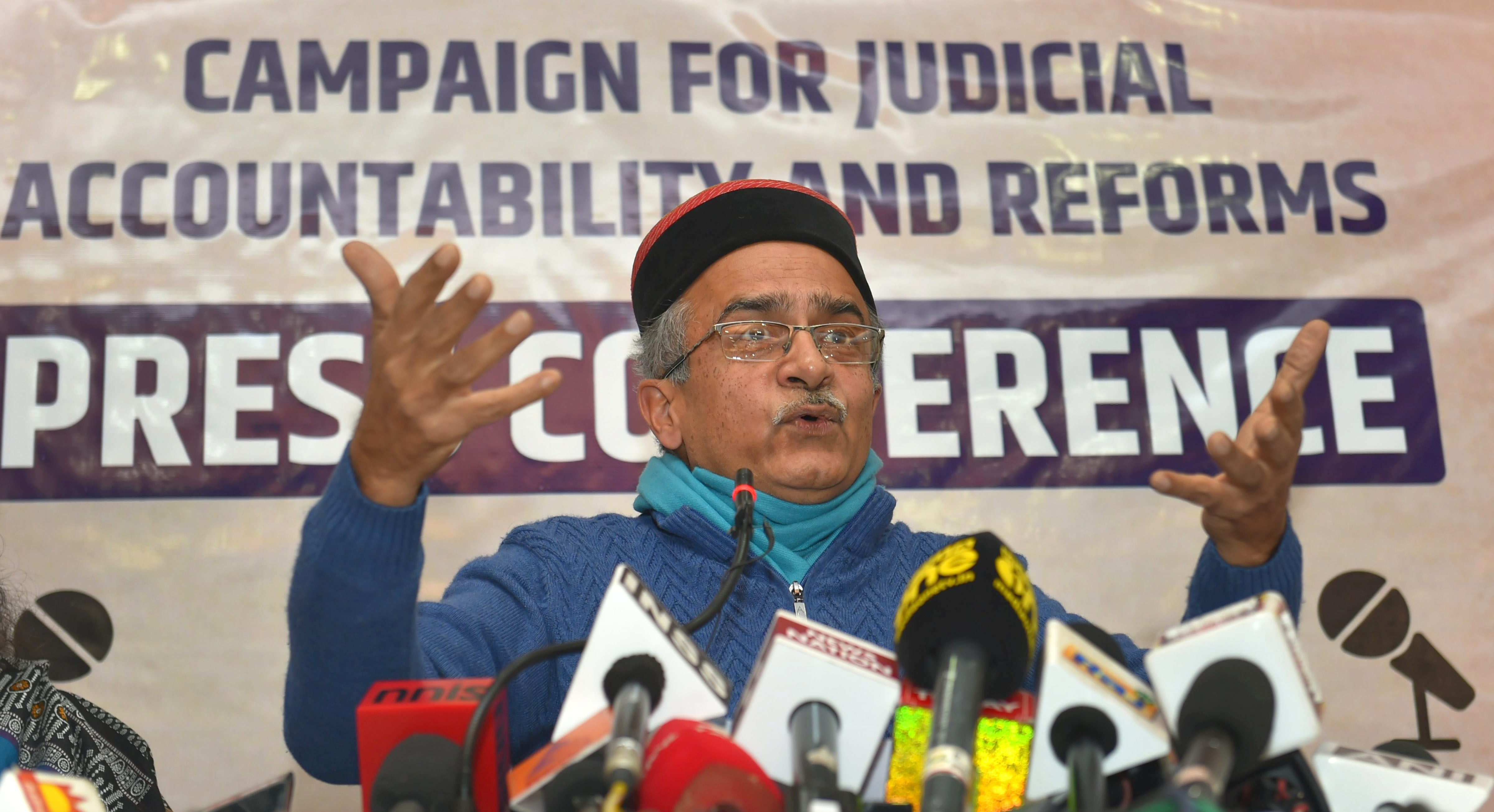 Ex SC/HC Judges Lead Support by 3,000 Eminent Persons for Prashant Bhushan