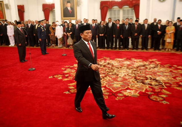Moeldoko, a retired military chief and newly appointed chief of staff to Indonesian President Joko Widodo's cabinet, attends his swearing in ceremony at the presidential palace in Jakarta, Indonesia January 17, 2018. Credit: Reuters/Darren Whiteside