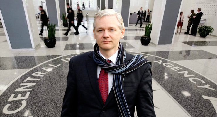 Trump 'Offered Pardon' to Julian Assange in Exchange for Denying Russia Role in Email Leak