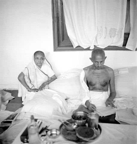Gandhi with Kasturba Gandhi. Credit: Wikimedia Commons
