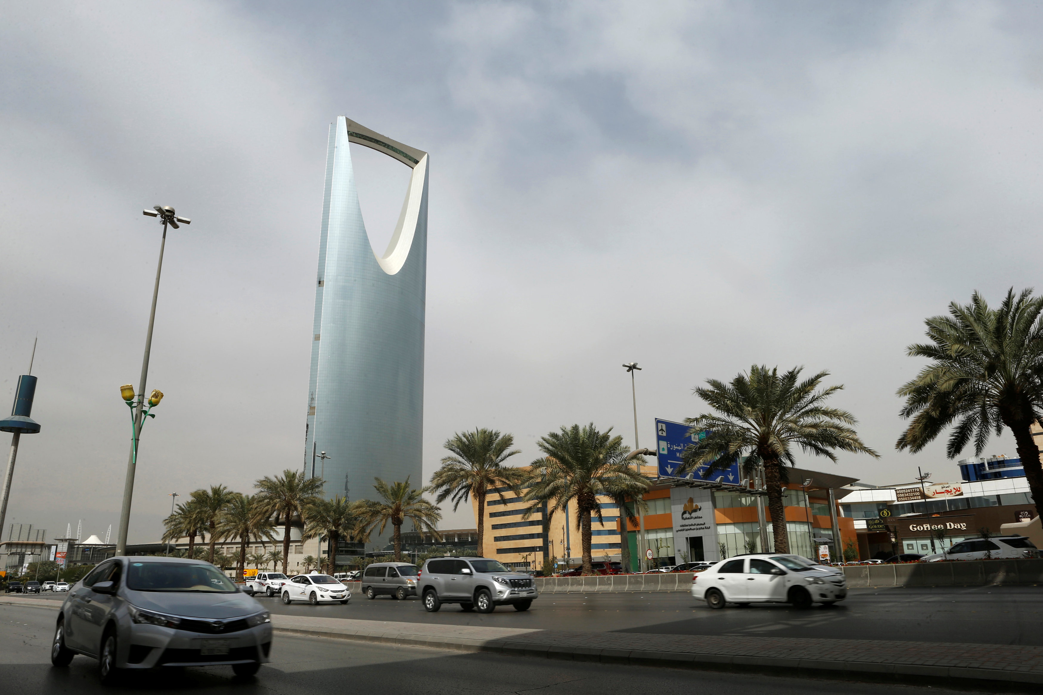 Cars drive past the Kingdom Centre Tower in Riyadh, Saudi Arabia, January 30, 2018. Credit: Reuters/Faisal Al Nasser