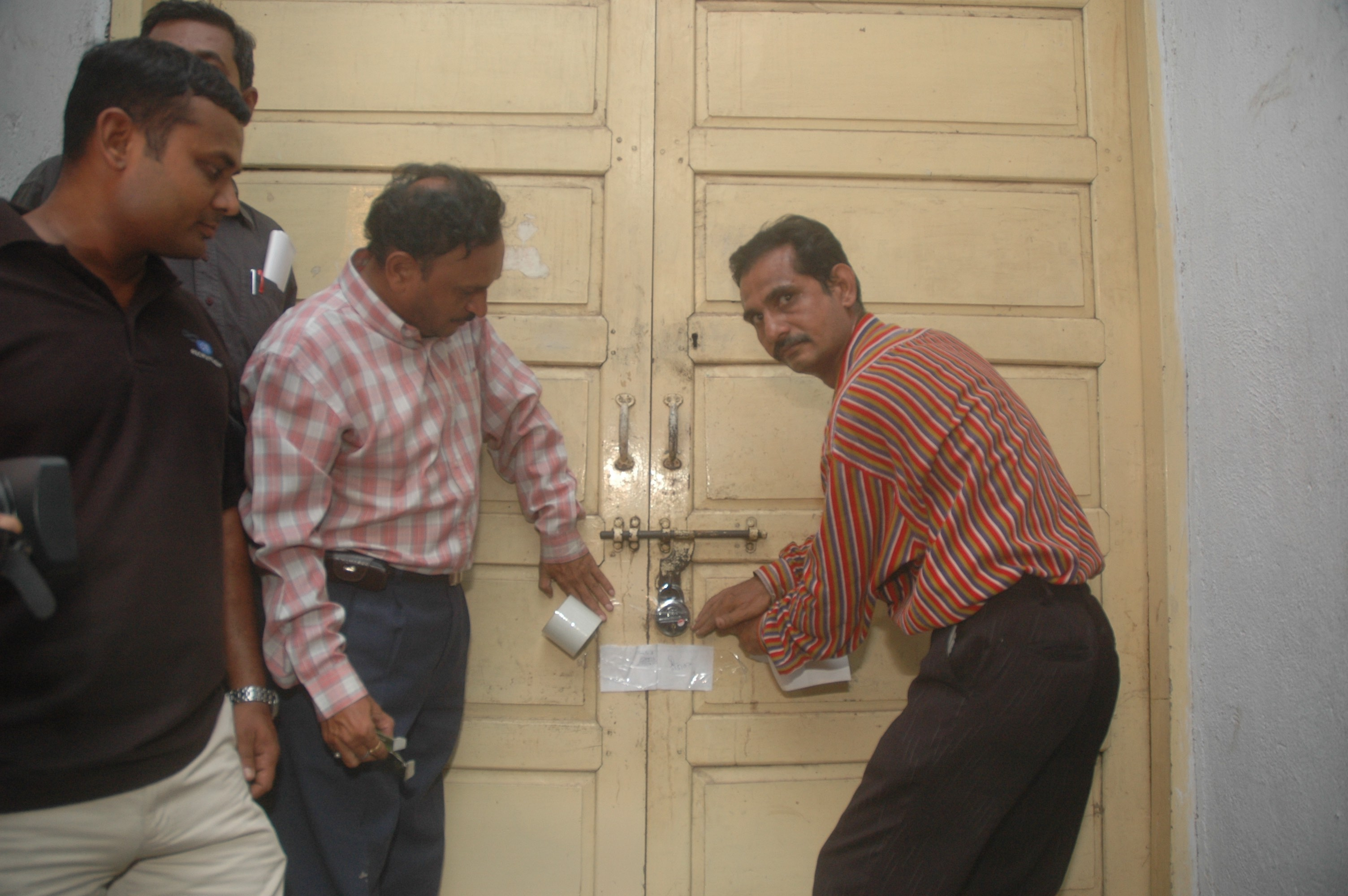 Government officials sealing the room displaying Chandramohan's art at the Faculty of Fine Arts, Vadodara, May 11, 2007. Image courtesy: Students of the Faculty of Fine Arts. Source: Akansha Rastogi and B.V. Suresh