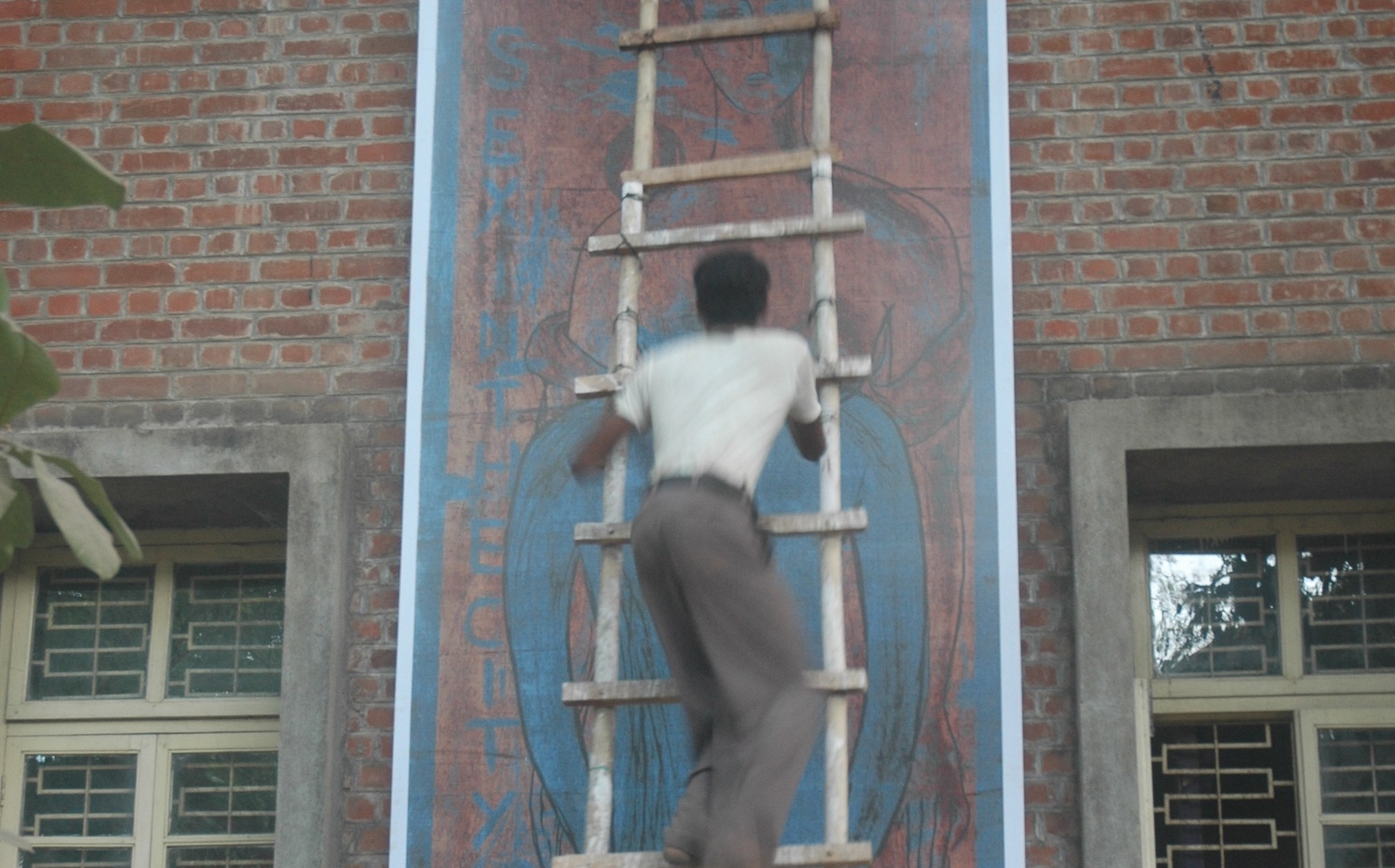 Suspended for a Decade for Paintings of Gods, Student Returns to Torch VC's Office