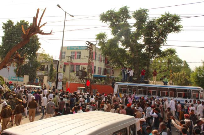Hundreds of leaders protesting outside the CPI(M) office in Jaipur were arrested. Credit: Shruti Jain