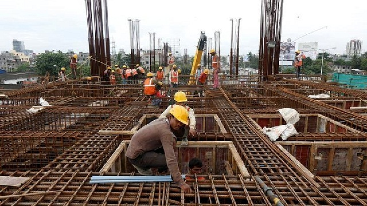 Supreme Court Bats for Construction Labourers, Issues Slew of Directions