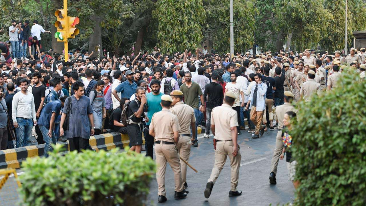 Delhi Police's Clumsy Apology for Roughing up Journalists Skirts a Critical Issue