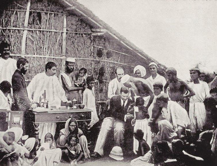 Anti-cholera inoculation in Calcutta in 1894. Credit: Wellcome Collection, CC BY-SA