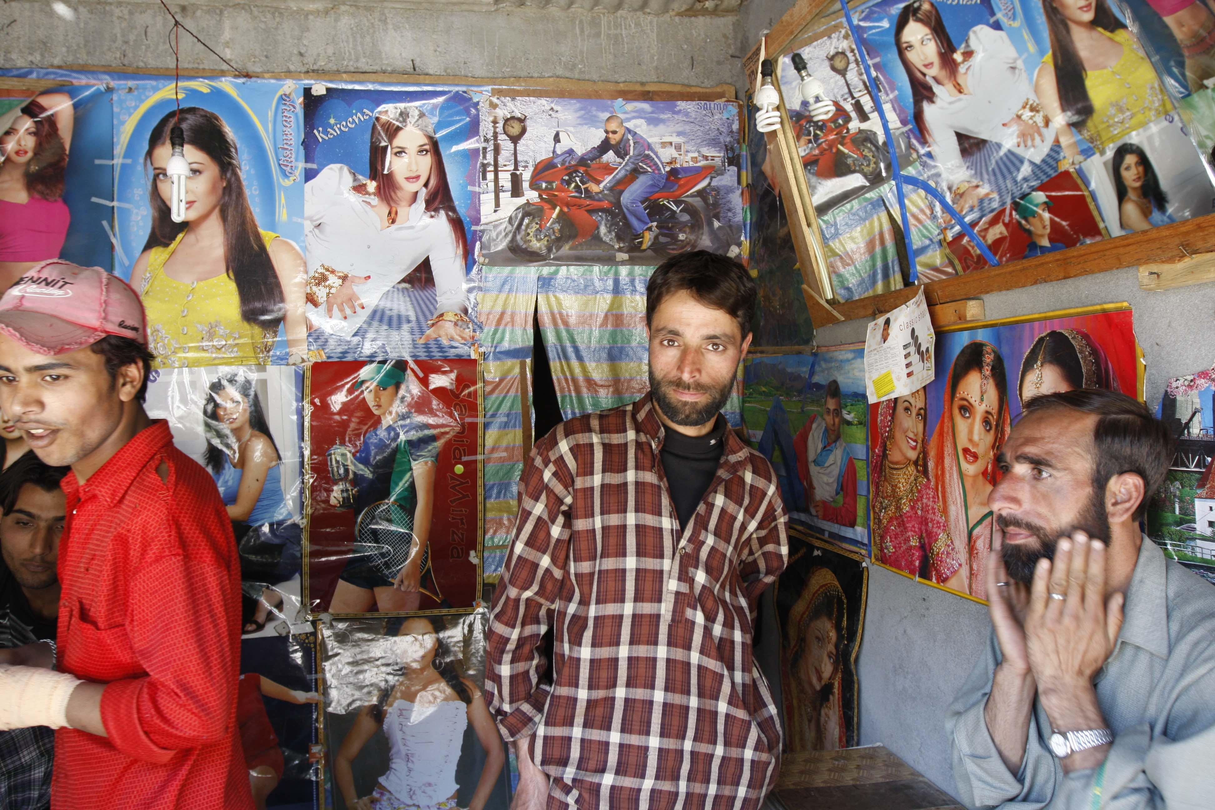 At a makeshift salon on NH1A to Kargil.