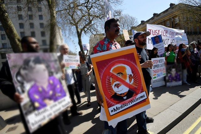 On arrival, Modi confronted by angry protesters in London