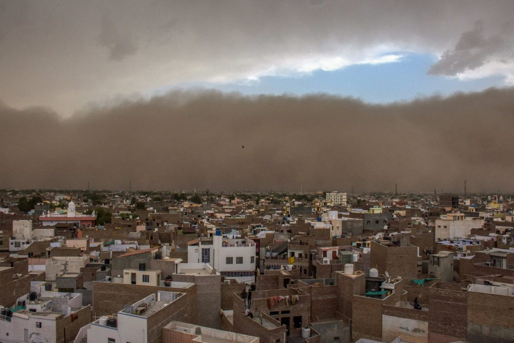 00Dust Storms in Northern India Leave 77 Dead, 143 Injured