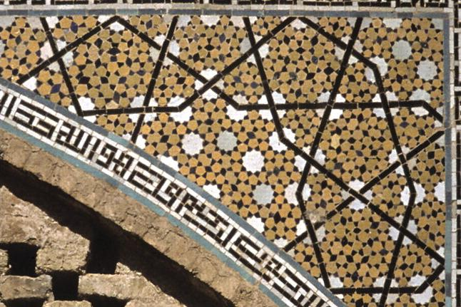 Girih-tile subdivision found in the decagonal girih pattern on a spandrel from the Darb-e Imam shrine. Caption and credit: Wikimedia Commons