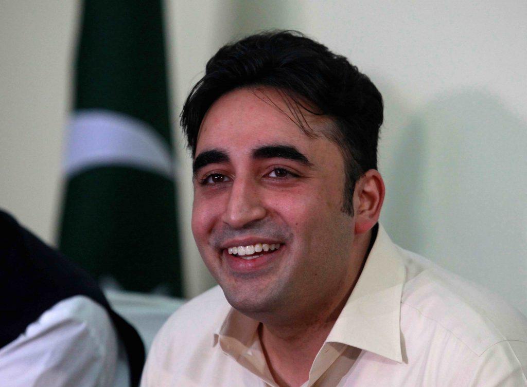 Pak SC Orders Imran Khan Govt to Lift Travel Ban on Opposition Leaders