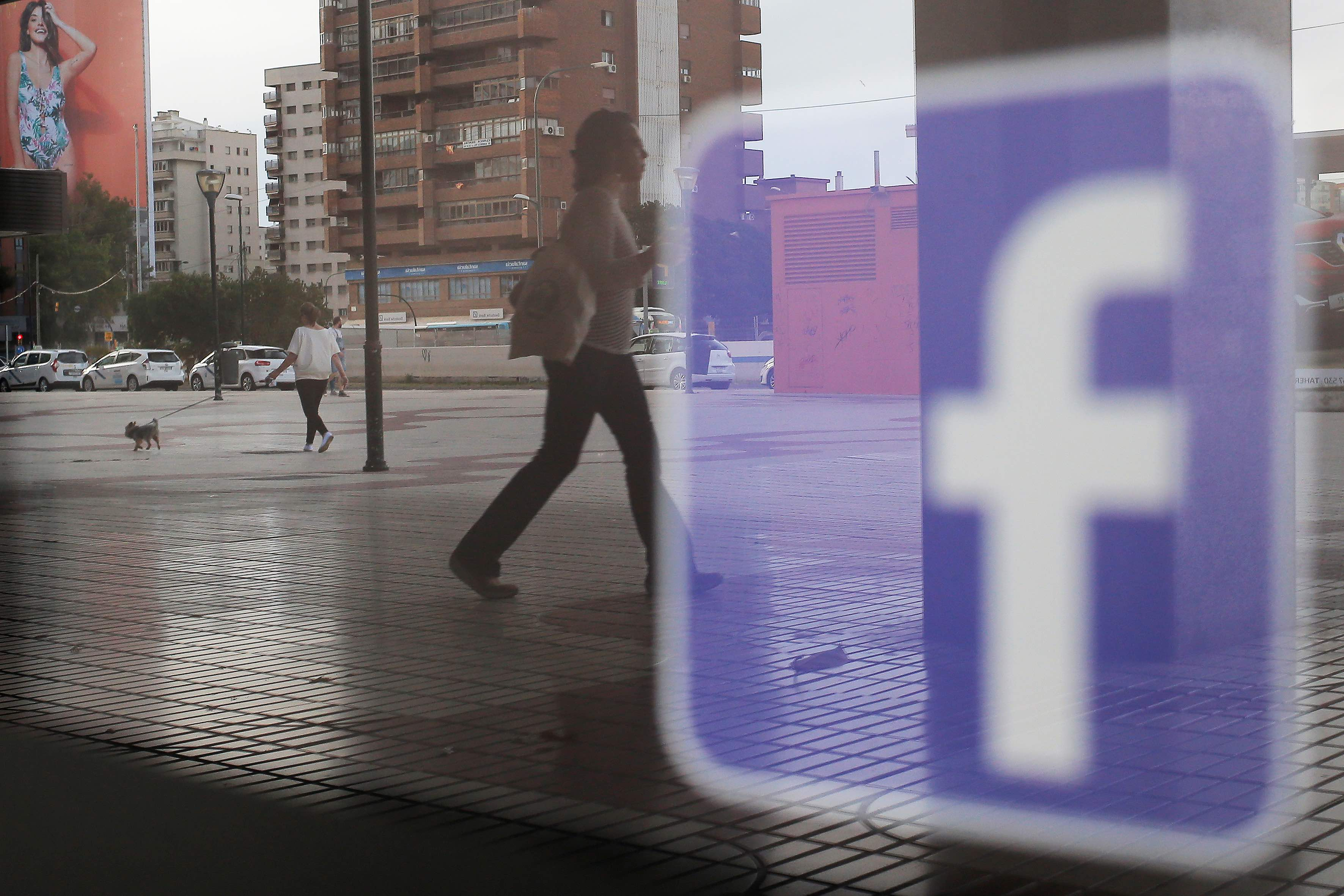 US Lawmakers Slam Facebook Over Data Sharing With Chinese Firms