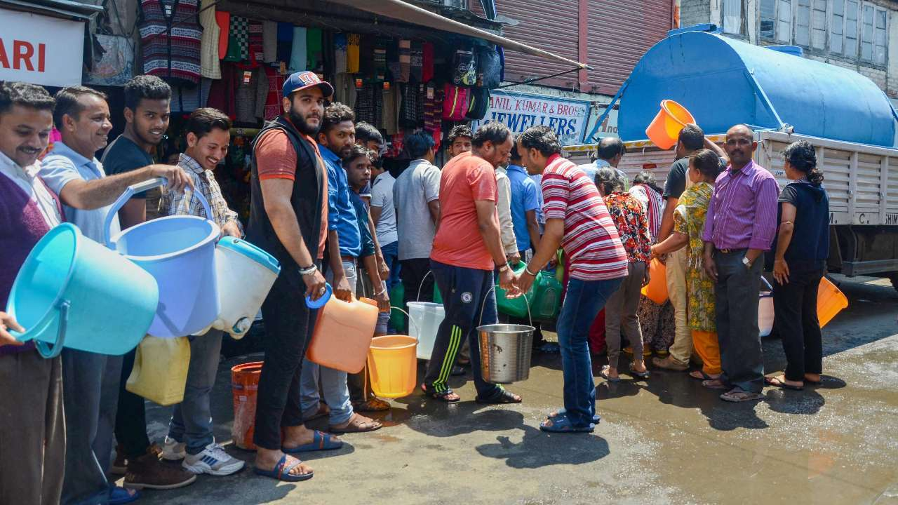 People in Shimla queuing for water. Credit: PTI