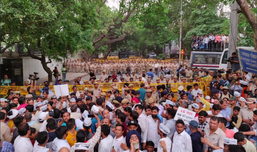 Pushed to the Brink, Arvind Kejriwal Takes His Battle to the Streets