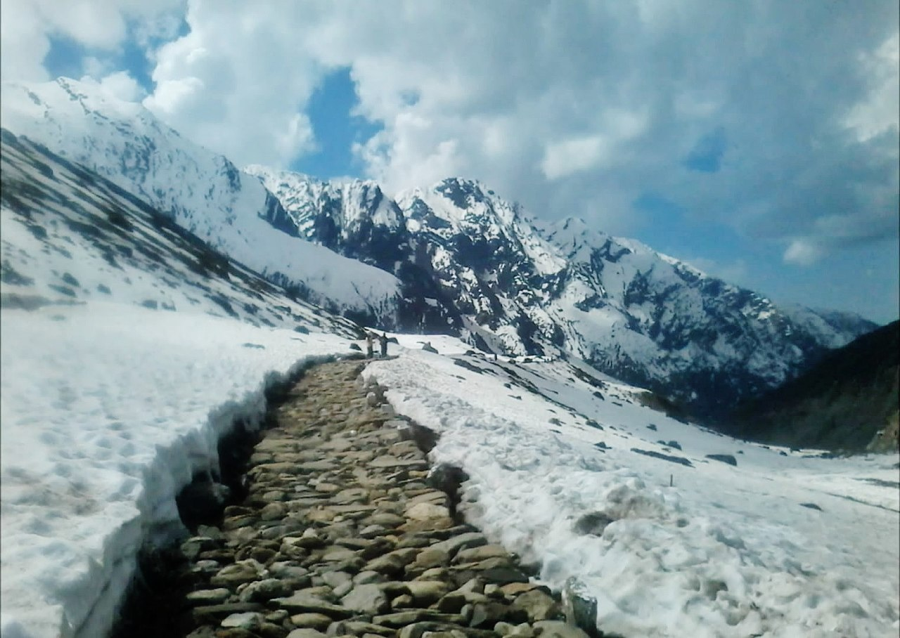 A Himalayan Price Is Being Paid for Government Bid to Widen a Pilgrim Route