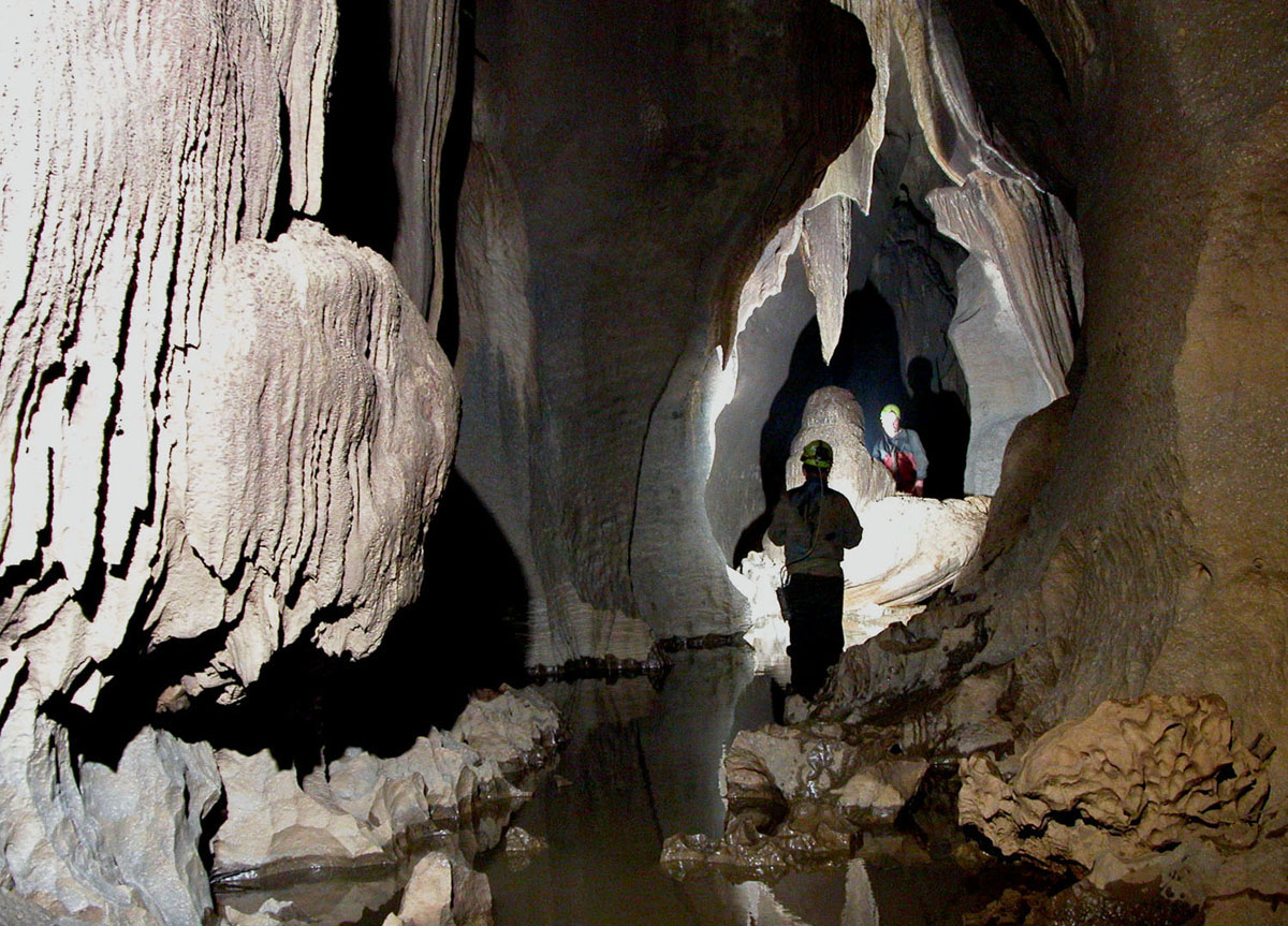 An ongoing cave expedition in Meghalaya. The stalagmite that contained stratigraphic evidence of the purported Meghalayan event was found in the Krem Mawmluh cave, Meghalaya. Credit: Biospeleologist/Wikimedia Commons, GNU Free Documentation