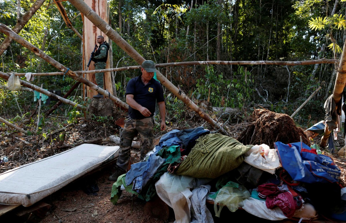 """Agents of the Brazilian Institute for the Environment and Renewable Natural Resources, or Ibama, check an illegal logging camp during """"Operation Green Wave"""" to combat illegal logging in Apui, in the southern region of the state of Amazonas, Brazil, August 3, 2017. Credit: Reuters/Bruno Kelly/File Photo"""