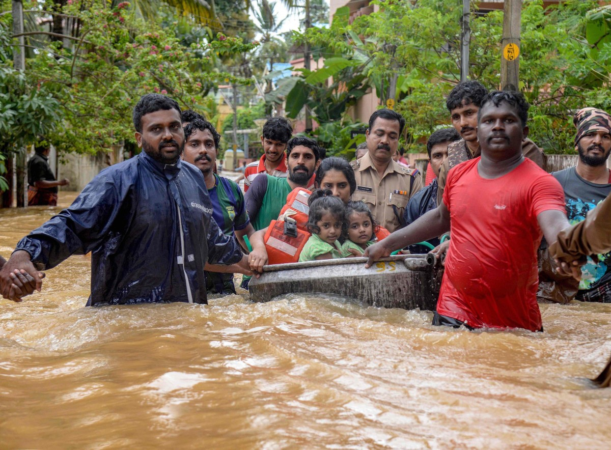 Rescue efforts during the floods. Credit: PTI