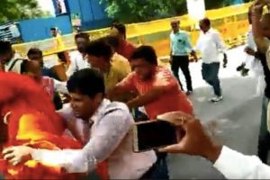 Swami Agnivesh Reportedly Assaulted, Heckled Outside BJP Office in Delhi