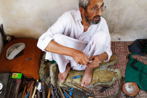 Kashmir's 'German Khars', Who Can Repair Any Pre-Electronic Era Equipment, Are Fading Away