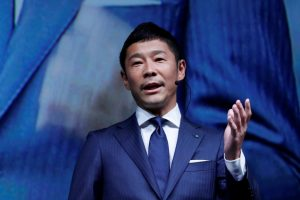 Japanese Billionaire Set to be First Private Passenger on SpaceX Moon Flight