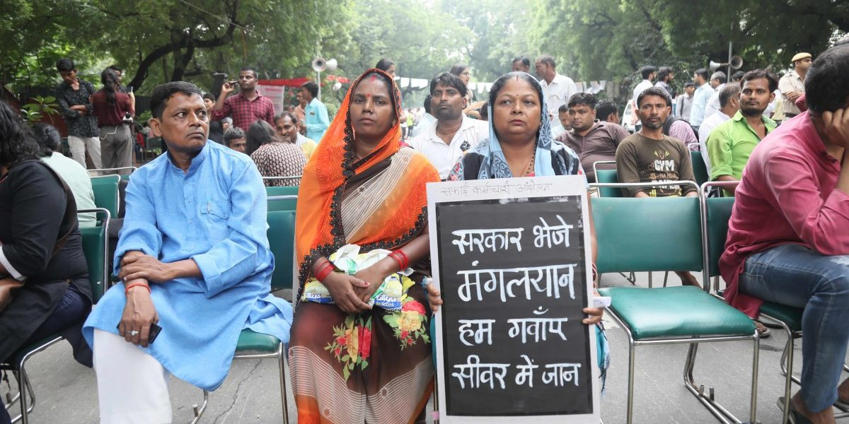Watch | Hundreds Come Together to Protest Manual Scavengers' Deaths