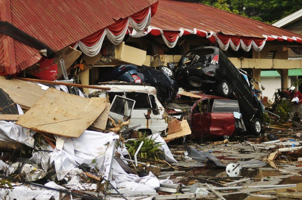 Indonesia Tsunami: Rescue Teams Search for Survivors ...