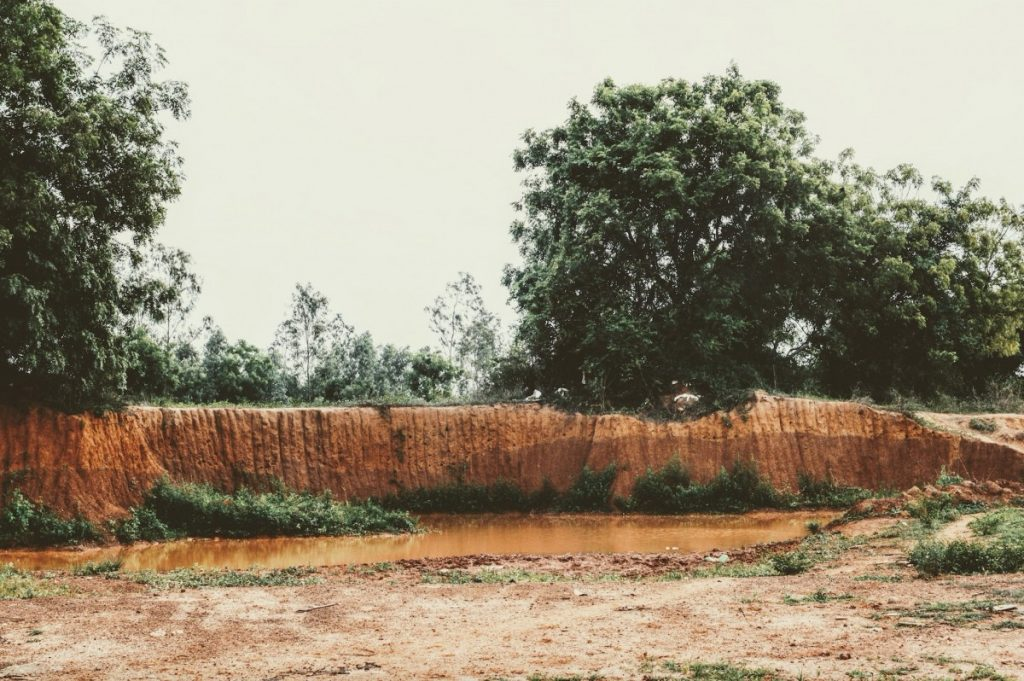 The northern fringe of Chembarambakkam lake has sandy, wind-blown sediments called aeolian deposits that suggest an increased aridification of this region. Credit: Anupama Chandrasekaran