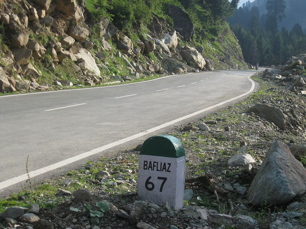 The Mughal Road cutting through the Hirpora wildlife sanctuary. Credit: Maxx786 at English Wikipedia, CC BY 3.0