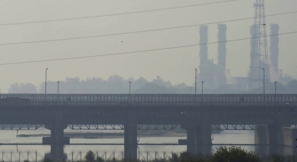 A view of Yamuna river as smog and air pollution continue to be above hazardous levels, in New Delhi, Monday, Oct 22, 2018. The Central Pollution Control Board recorded the overall Air Quality Index (AQI) of Delhi at 292, while the Centre-run System of Air Quality Forecasting and Research reported an AQI of 318, which falls in the very poor category. Credit: PTI