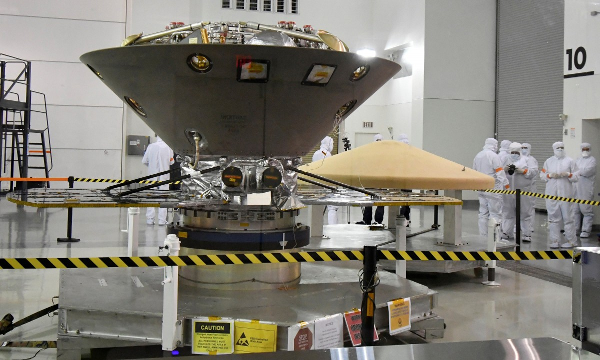 FILE PHOTO: NASA's InSight spacecraft, destined for the Elysium Planitia region located in Mars' northern hemisphere, undergoes final preparations at Vandenberg Air Force Base, California, U.S., April 6, 2018. Credit: REUTERS/Gene Blevins/File Photo