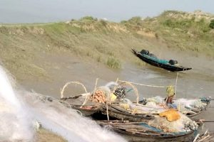 Hilsa Fishers in West Bengal Driven to the Edge by Overfishing