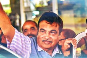 Nitin Gadkari in Elections 2019: Beware of BJP Men Bearing Gifts