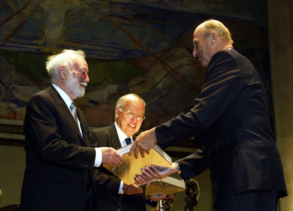 Michael Atiyah (centre) and I.M. Singer (left) receiving the Abel Prize in 2004 courtesy Scanpix/The Norwegian Academy of Sciences and Letters
