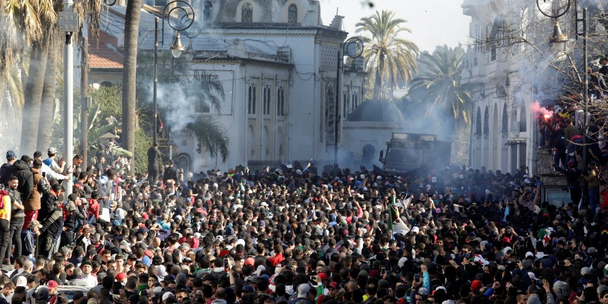 Tens of Thousands of Algerians Call on President Bouteflika to Step Down