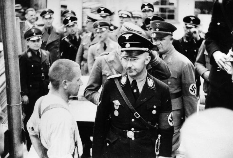 Himmler and his entourage inspecting one of the first detainees in Dachau. Credit: Wikipedia Commons