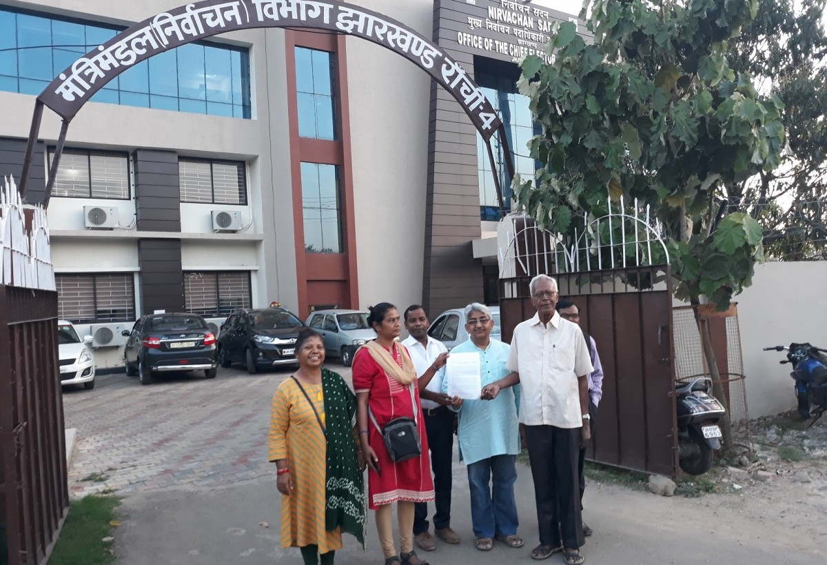 Jharkhand Janadhikar Mahasabha delegation waiting outside the Jharkhand chief election office. Credit: Special Arrangement