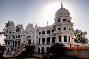 Two Indian Diplomats Harassed at Gurdwara in Pakistan
