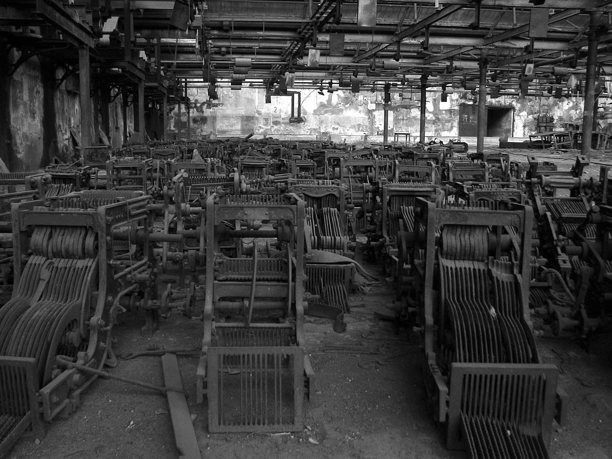 Abandoned machinery at Madhusudan Mills, Lower Parel. Credit: Wikipedia Commons