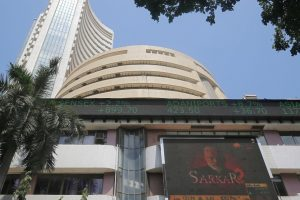 Sensex, Nifty Pull Back From Record Highs