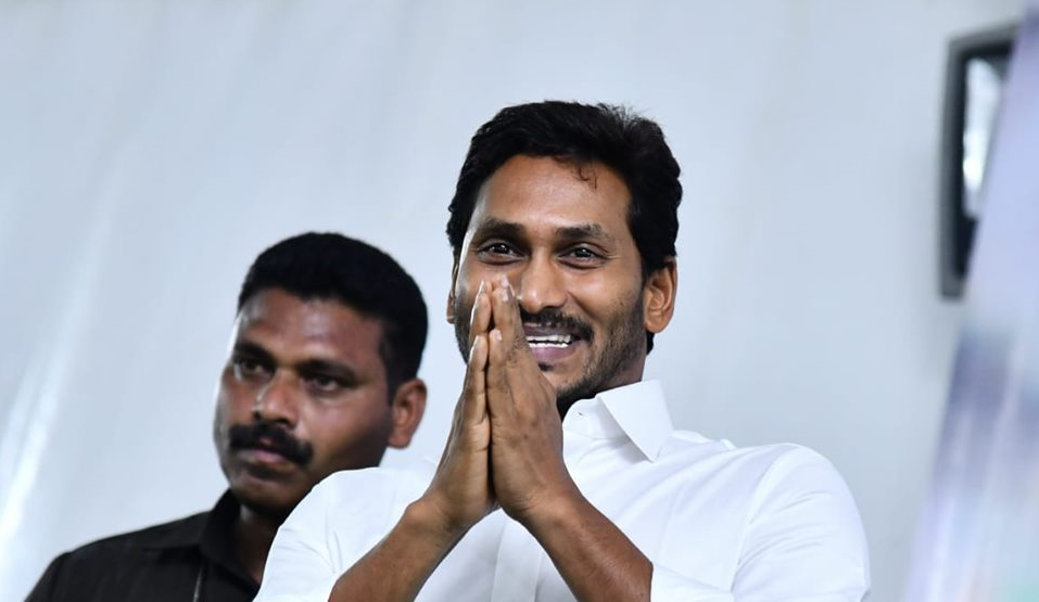 Jagan meets Andhra Governor, stakes claim to form government