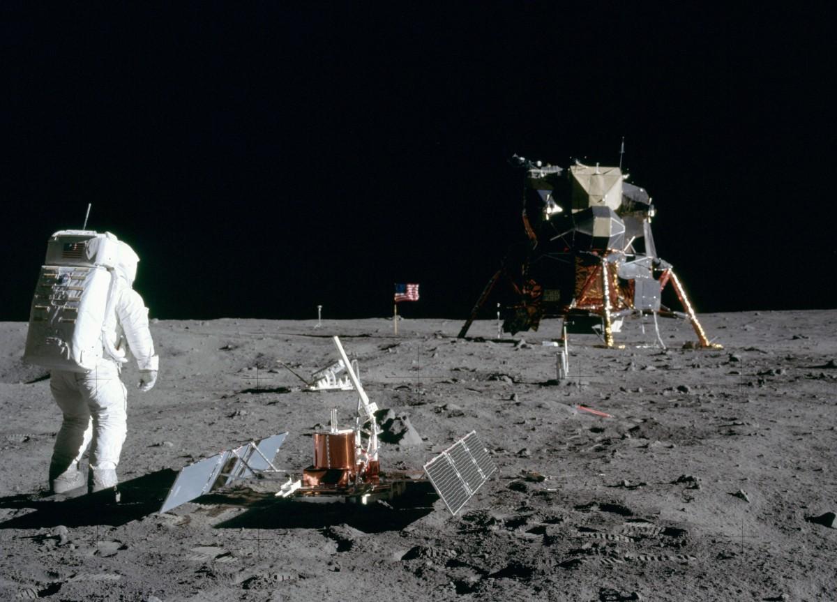 first men on the moon, Apollo 11, NASA, moon mission, human spaceflight, Van Allen radiation belts, James A. Van Allen, cosmic rays, protons, electrons, slot region, plasmasphere, plasmaspheric hiss, rockoons, Sputnik satellite, Explorer satellite, Sputnik 1, Sputnik 2, Sputnik 3, Explorer 1, Explorer 2, Explorer 3, Sergei Vernov, World War II, Cold War, Harry Messel, translunar injection, Operation Dominic, Fishbowl events, Starfish Prime, nuclear test, Telstar 1, magnetosheath, geomagnetic tail, space radiation, Neil Armstrong, Edwin Buzz Aldrin Jr., solar storm, solar wind,
