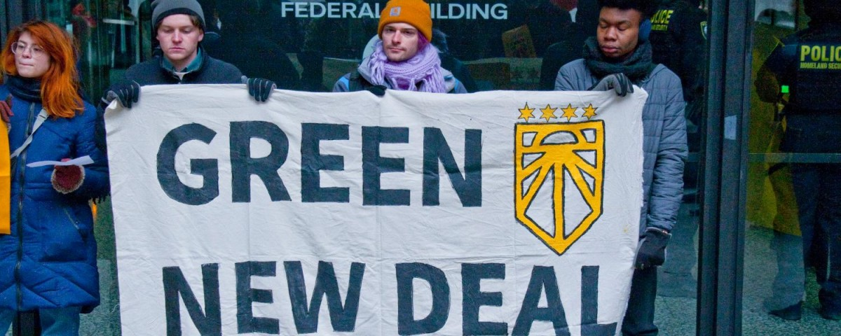 Members of the Chicago Sunrise Movement at a rally in support of the Green New Deal in Chicago in February 2019. Photo: Charles Edward Miller/Flickr (CC BY-SA 2.0)