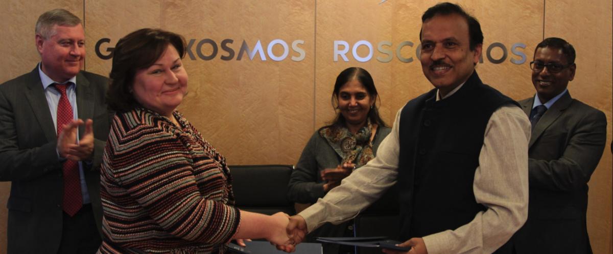 Indian Human Spaceflight Programme head Dr S Unnikrishnan Nair (right) with Glavkosmos first deputy director general Natalia Lokteva after signing the contract on June 27. Photo: Twitter/@glavkosmosJSC