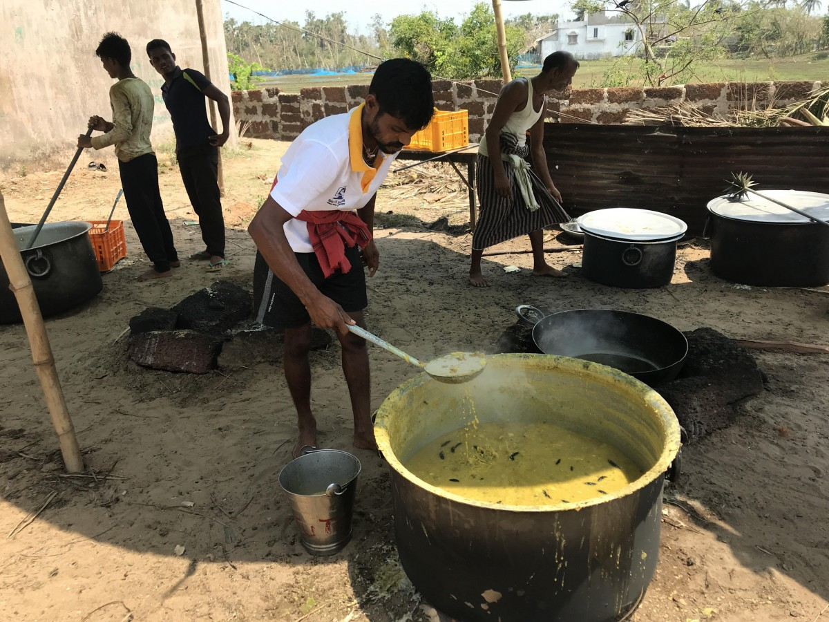Community kitchens set up by non-profit organisations fed people for days as Fani's winds had blown everything away. Photo: Nidhi Jamwal