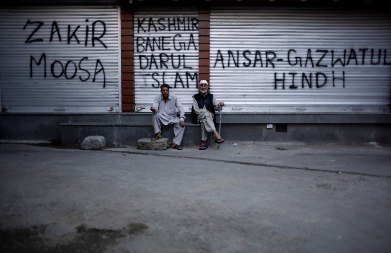 A Return to the 1990s as Kashmiris Tune Into Radio News in Absence of Internet and TV