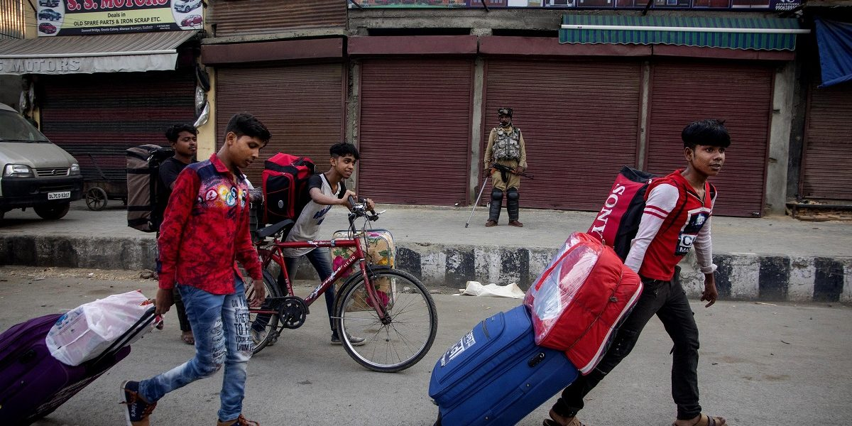 Kashmir: Blockade Continues, but Tourists to Be Allowed From Thursday